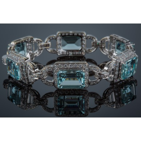18K WHITE GOLD DIAMOND AND AQUAMARINE BRACELET